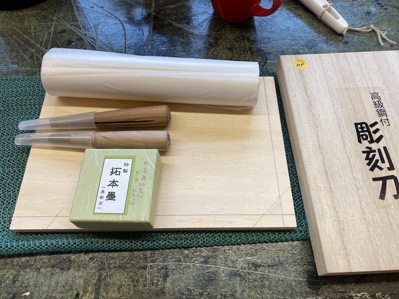 Materialen nodig voor het snijden van een mokuhanga